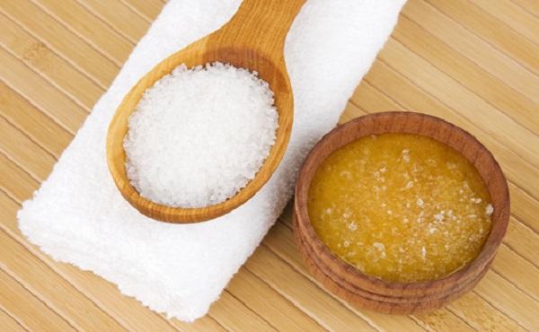 Tẩy tế bào chết da mặt bằng đường và mật ong