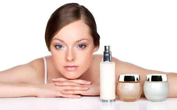 Sử dụng các dòng mỹ phẩm chống lão hóa, trẻ hóa da mặt là phương pháp thịnh hành nhất