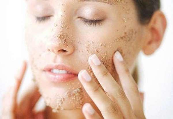 Các bước tẩy da chết da mặt cho da nhờn
