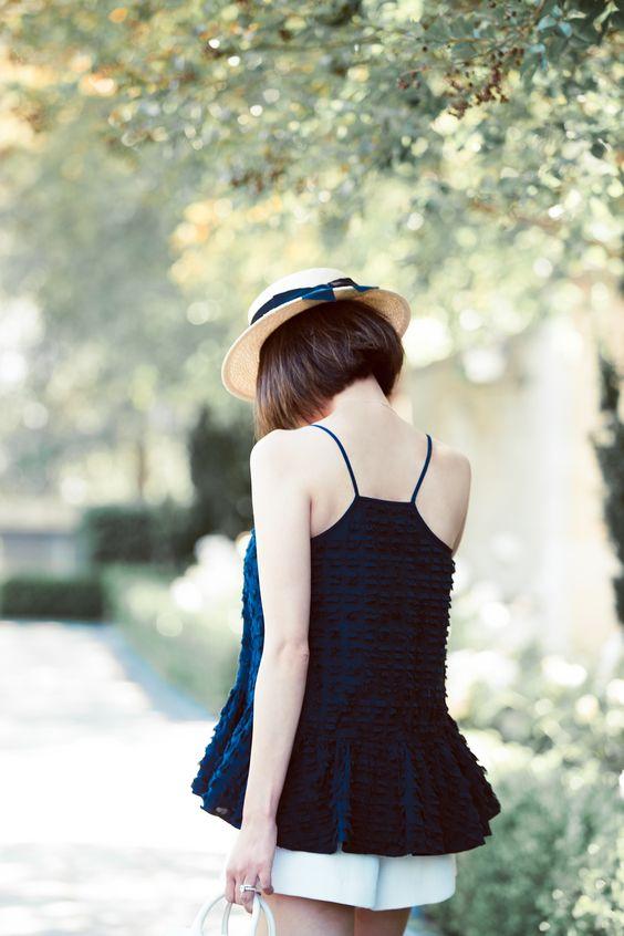 Những bộ đồ thể hiện phong cách sexy của những cô nàng tóc ngắn
