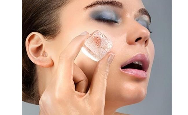 Trị mụn bằng nước đá giúp ngăn ngừa lão hóa da