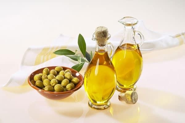 Làm hồng nhũ hoa bằng dầu oliu