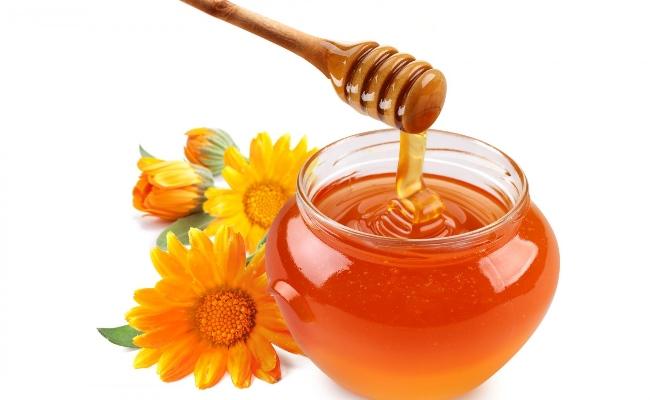 Mật ong giúp làm hồng nhũ hoa.