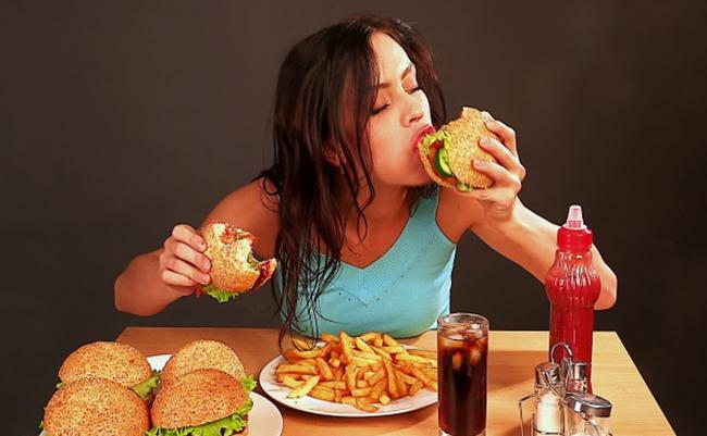 Chế độ dinh dưỡng không khoa học sẽ khiến cho chị em mọc mũi ở mũi nhiều hơn
