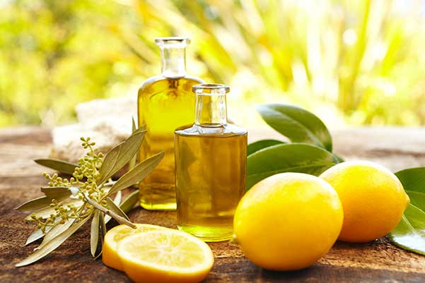 Hỗn hợp dầu dừa và chanh giúp tóc dài nhanh, trị gàu và giảm hiện tượng ngứa da đầu