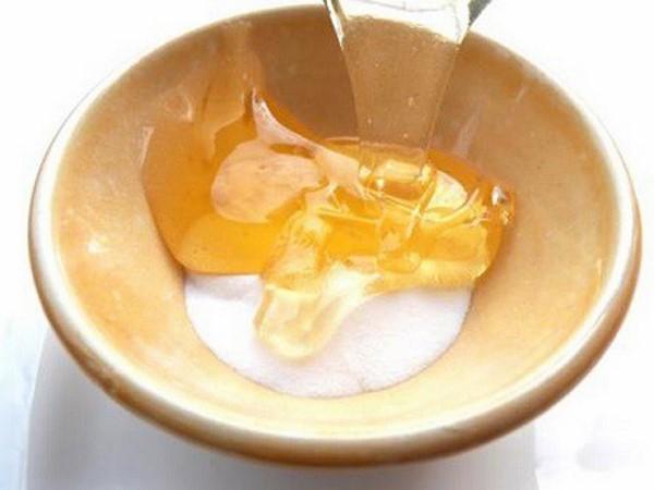 Cách tẩy tế bào chết bằng baking soda và mật ong