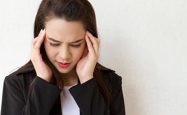 Stress, căng thẳng kéo dài là một tác nhân khiến chị em nổi mụn ở mũi