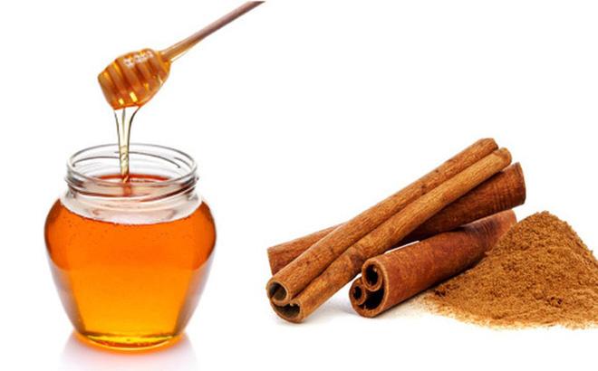 Cách trị mụn lưng từ hỗn hợp mật ong – bột quế