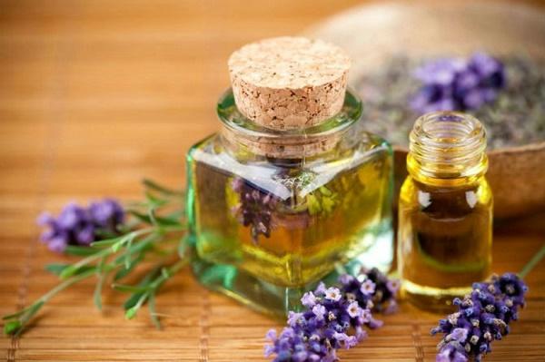 Tinh dầu hương thảo trị viêm lỗ chân lông hữu hiệu