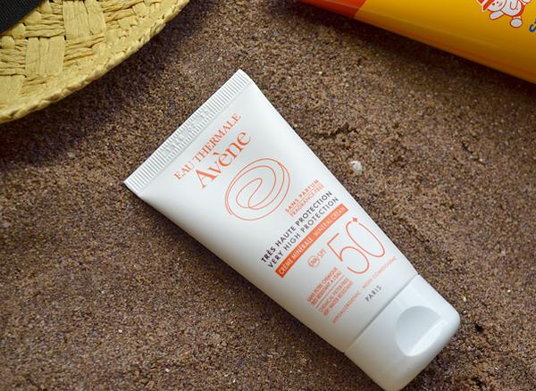 Kem chống nắng cho da mặt nhạy cảm