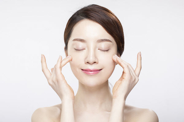 Làm sạch da là bước đầu tiên trong quy trình chăm sóc da mặt chuẩn