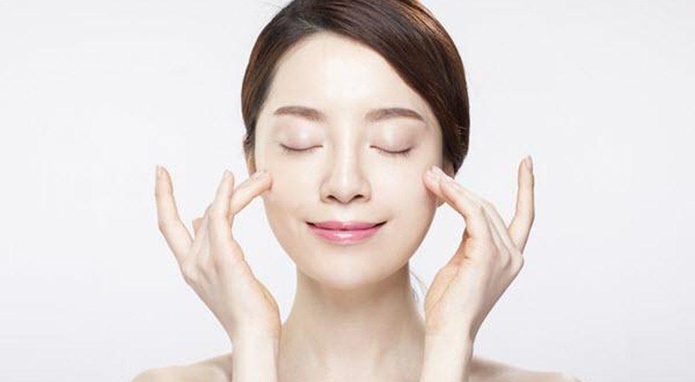 Dùng kem chống nắng mỗi ngày để bảo vệ da