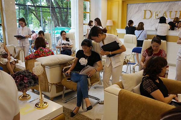 Deaura Spa 68 Nguyễn Du là cơ sở đầu tiên của thương hiệu Deaura tại Việt Nam, Spa mang tới không gian làm đẹp đẳng cấp, sản phẩm độc đáo và dịch vụ đa dạng mang lại hiệu quả chăm sóc da vượt trội cho phụ nữ Việt