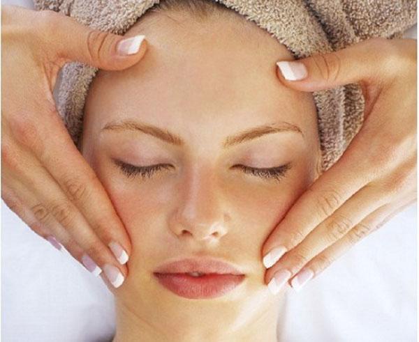 Chống chảy xệ da mặt bằng cách Massage