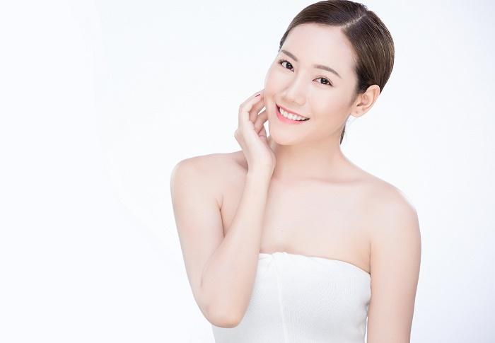 Sử dụng kem dưỡng da giúp phái đẹp tự tin với làn trắng hồng, cuốn hút