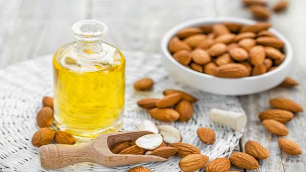 Cách làm kem dưỡng da mặt tại nhà bằng dầu hạnh nhân