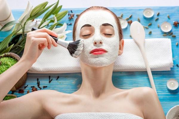Đắp mặt nạ đất sét-cách trị lỗ chân lông to trên da mặt