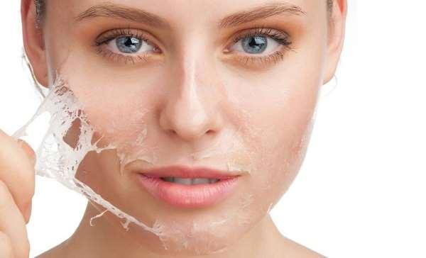 Không nên tẩy da chết khi lột da