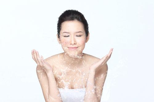 mỹ phẩm làm sạch sâu dành riêng cho da nhờn