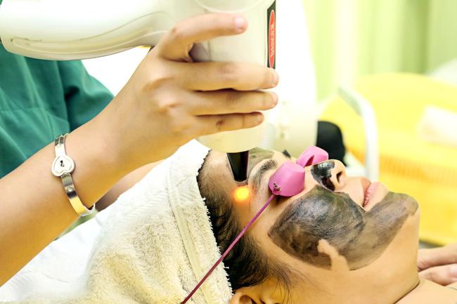 Trẻ hóa da bằng than hoạt tính giúp thải độc tố, tái tạo làn da tươi trẻ hơn