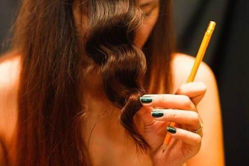 Làm xoăn tóc bằng bút chì