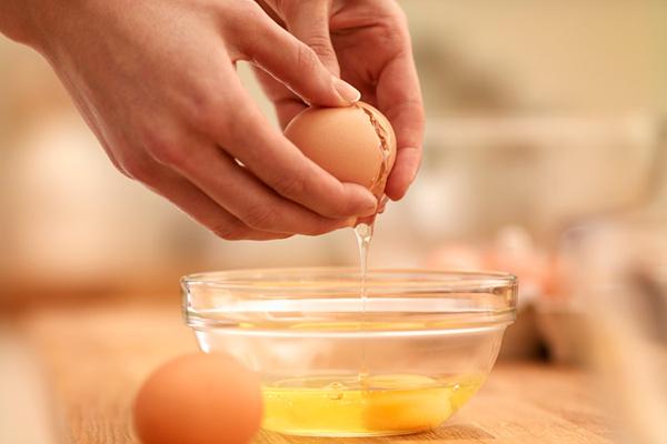 mặt nạ trị mụn bằng lòng trắng trứng gà