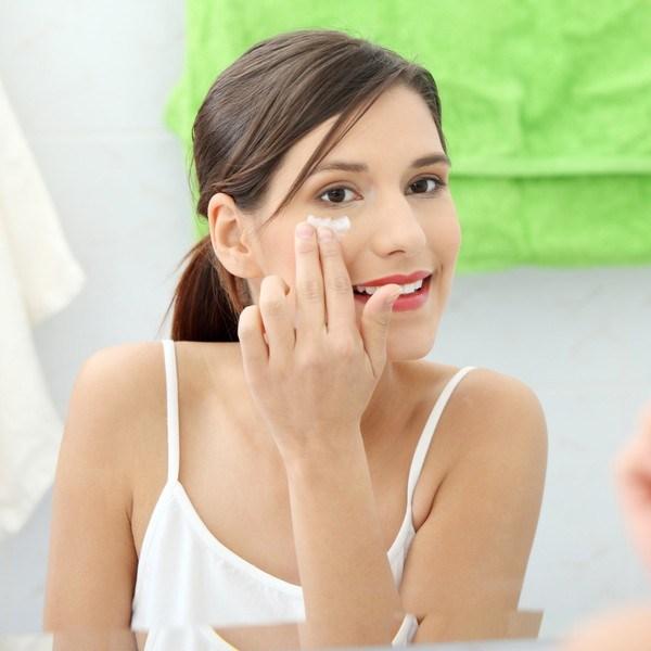 Có nên trị mụn bọc bằng kem đánh răng tại nhà không?